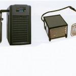 配管不必要の簡易型クーラーです。冷却部を直接水槽や濾過槽に投入します。 循環式に比べスペースをとらず省エネタイプです。 水温設定18℃で300Lの水量まで対応可能です。